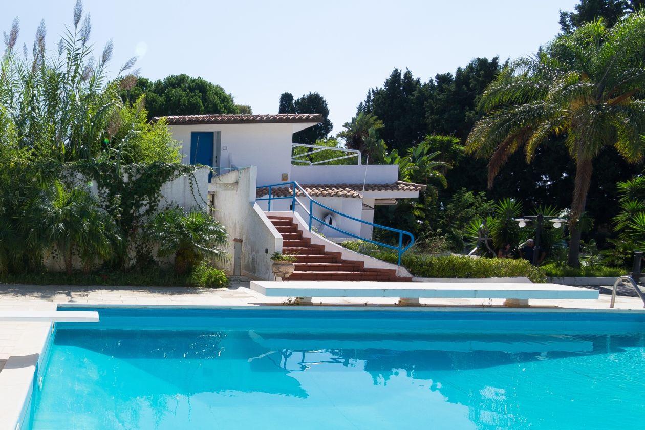 casa narciso pool