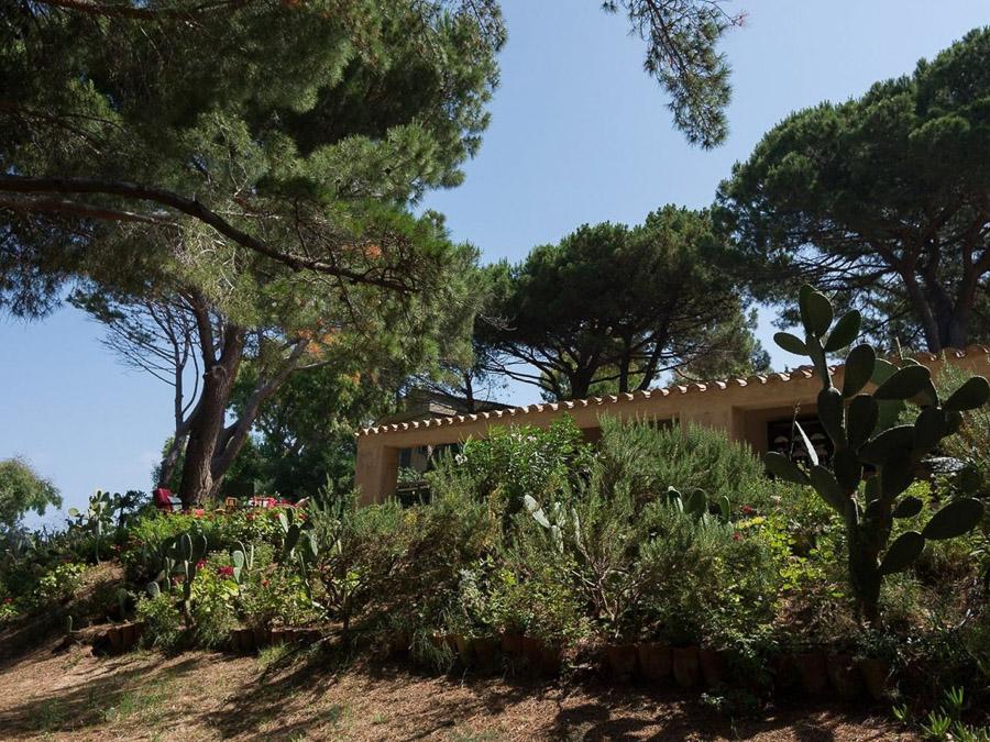 Strandnahes Ferienhaus in der Natur am Capo Vaticano - Anwesen