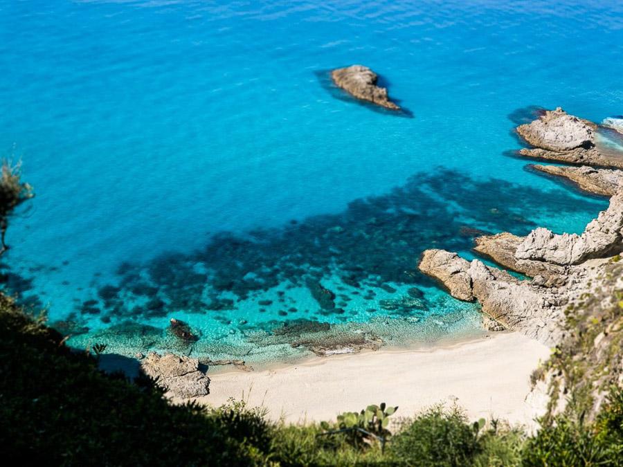 Strandnahes Ferienhaus in der Natur am Capo Vaticano - Badebucht und kleiner Strand