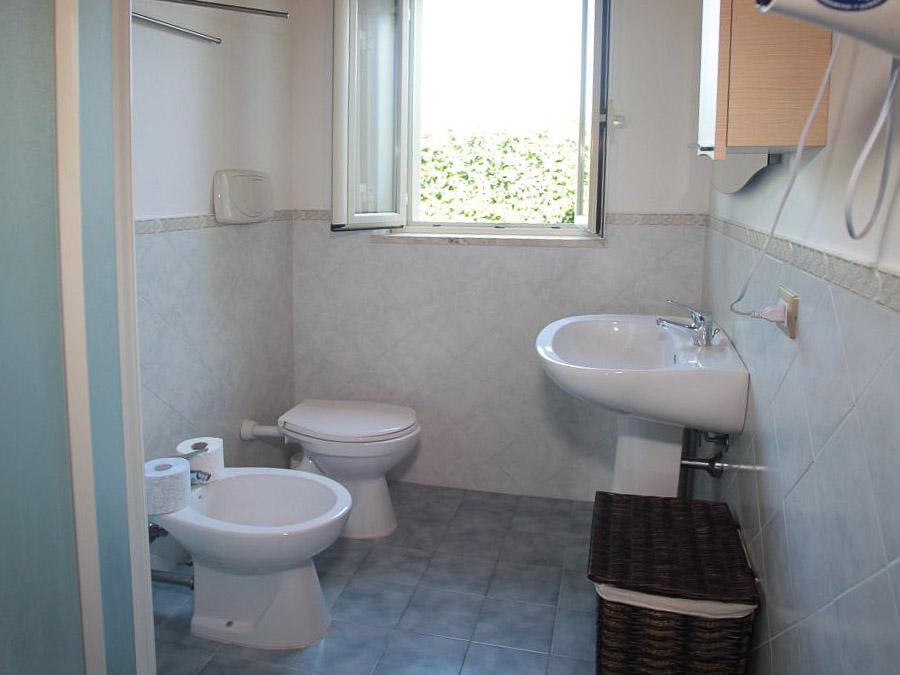 Komfortable Ferienhäuser mit Pool am Capo Vaticano - Bad