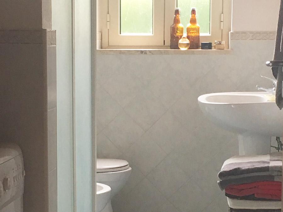 Komfortable Ferienhäuser mit Pool am Capo Vaticano - Duschbad