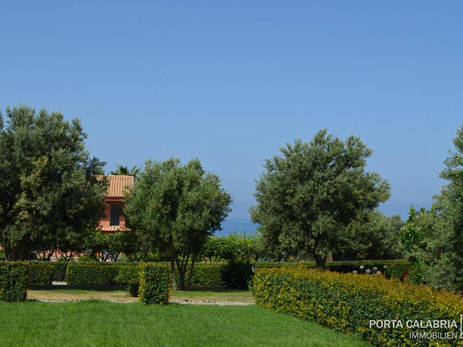 Komfortable Ferienhäuser mit Pool am Capo Vaticano - Meerblick