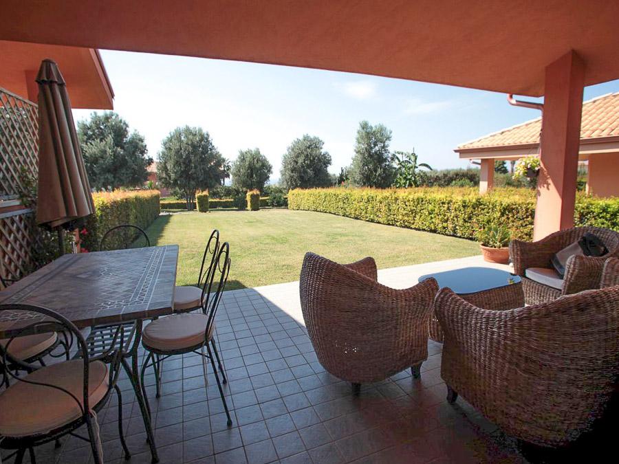 Komfortable Ferienhäuser mit Pool am Capo Vaticano - Terrasse