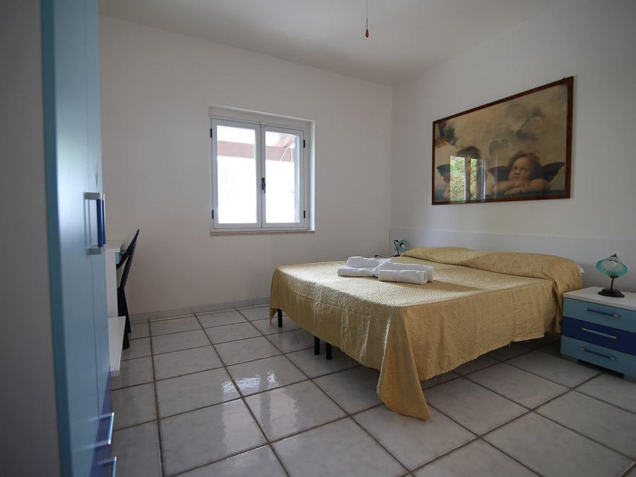 Casa Melograno – Moderne Ferienwohnung mit Pool am Capo Vaticano in Kalabrien, Süditalien - Schlafzimmer