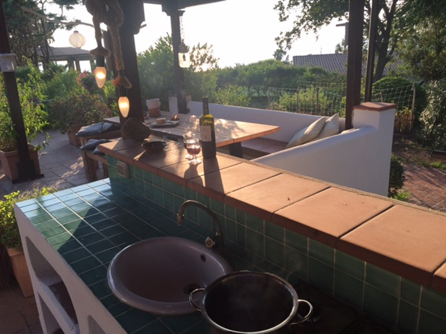 Casa Theo- Ferienhaus am Capo Vaticano mit herrlichem Meerblick - Aussenküche