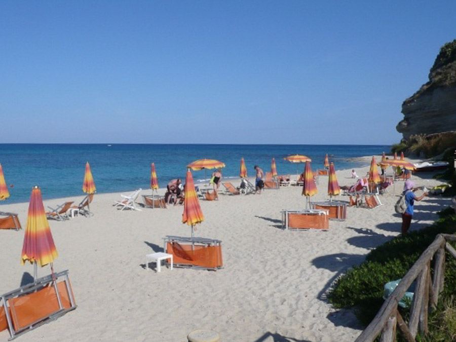 La Contura – Komfortable Ferienhäuser mit Pool am Capo Vaticano - am Strand