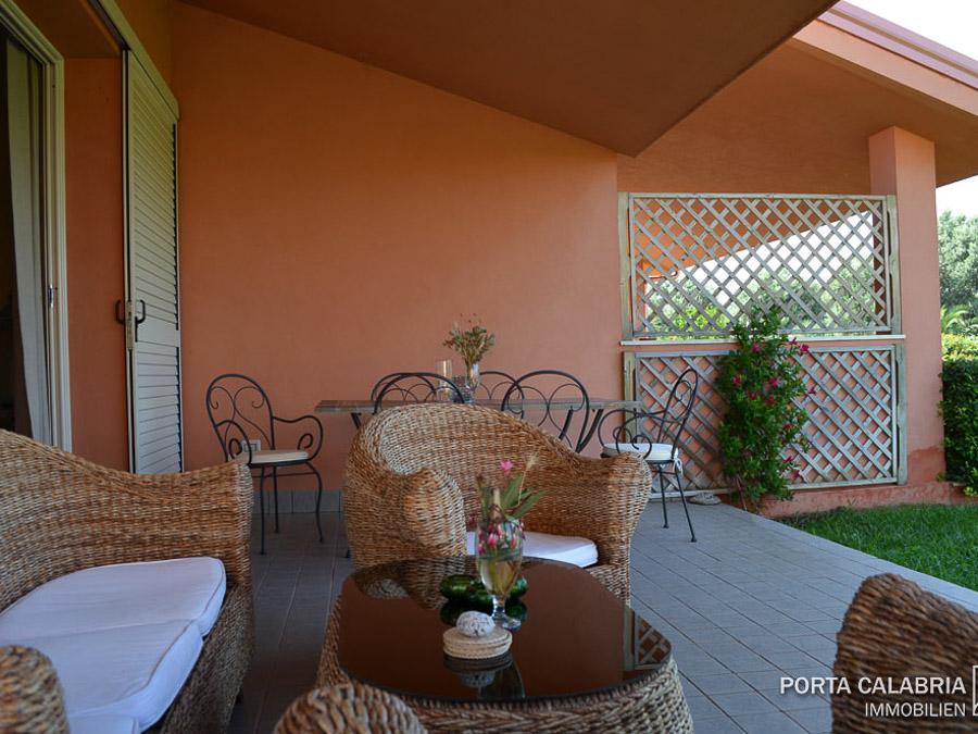 modernes, strandnahes Ferienhaus am Capo Vaticano - Terrasse
