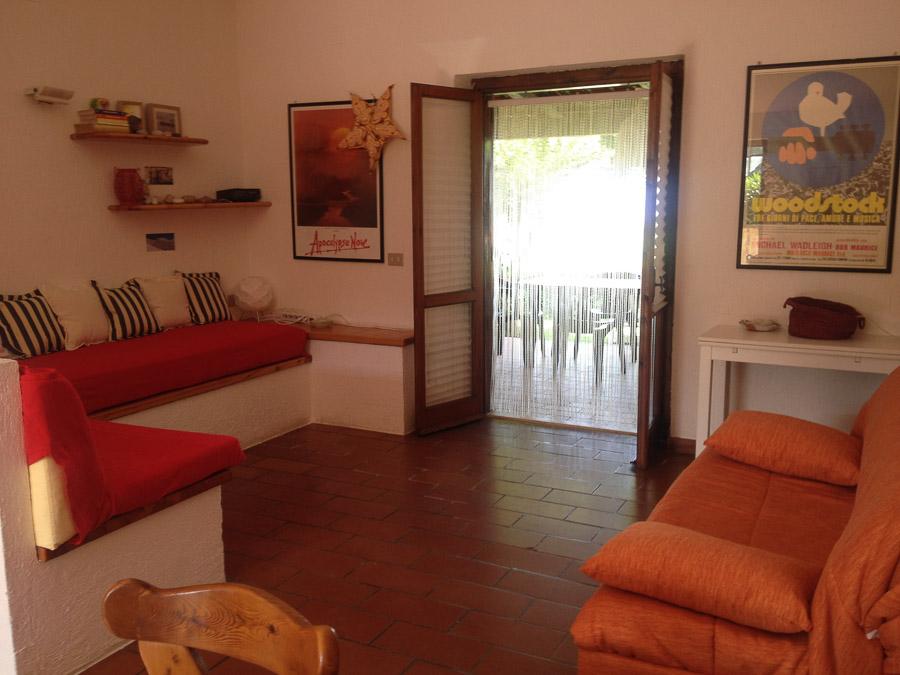 Villetta Manuela – Meerblick, strandnah und mit Pool Capo Vatiano - Wohnbereich