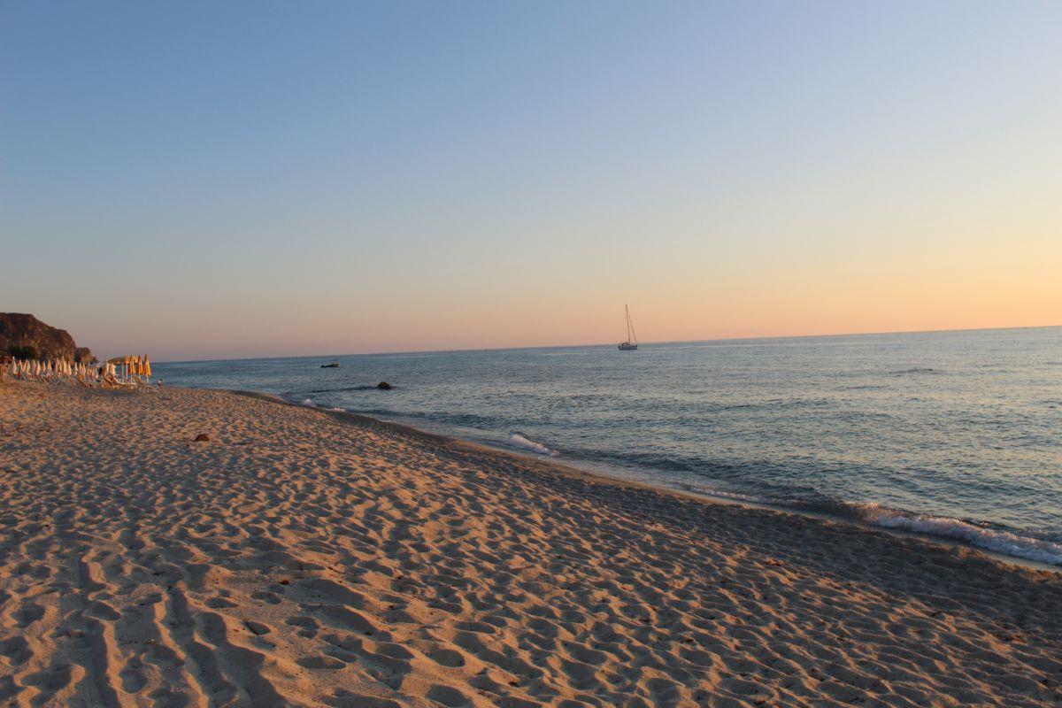 Abends am Strand Residenza Ferienhaus Gherly